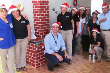 Thumbnail - Colaboradores decoran Centro de Diagnóstico en Navidad