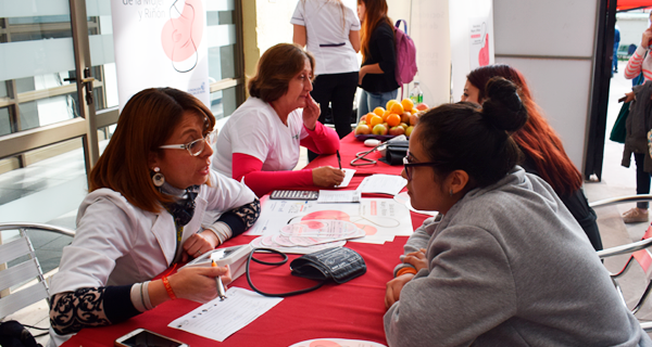 Semana del Riñón: Realizan ponencias y evaluaciones de salud a estudiantes