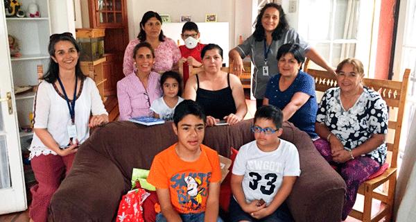 Trabajadores de Viña Sutil donan juguetes a Casa de Acogida MATER